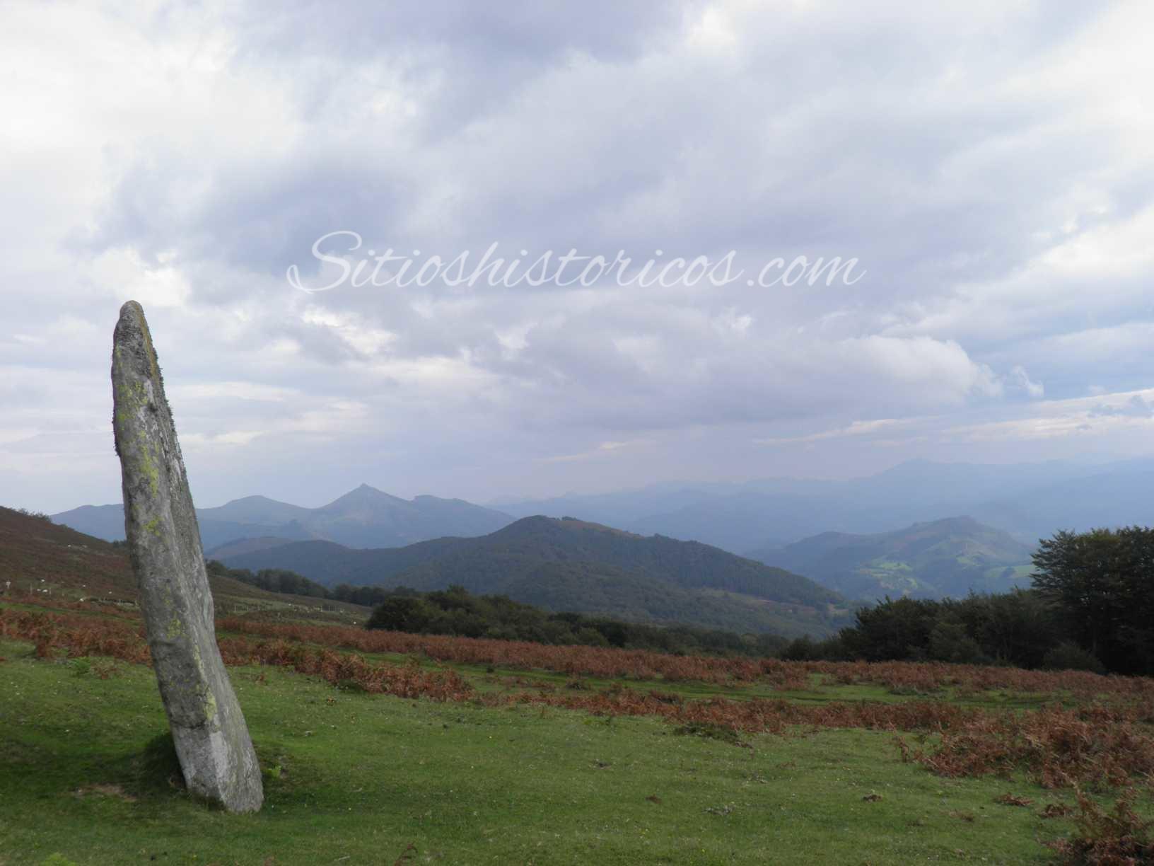 El majestuoso menhir de Irudiarri