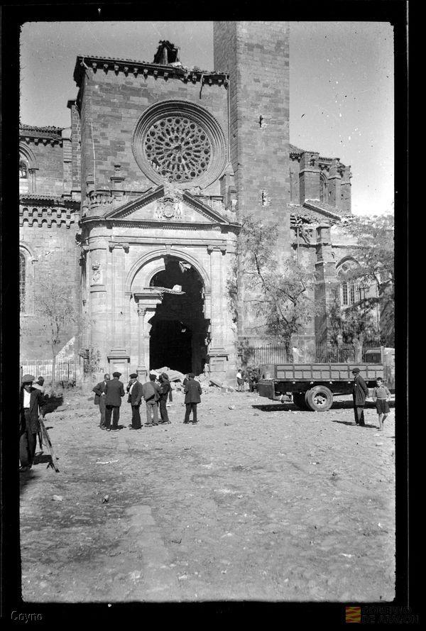 Puerta del mercado y torre del gallo tras finalizar el asedio. Archivo Histórico Provincial de Zaragoza. Archivo fotográfico Coyne.