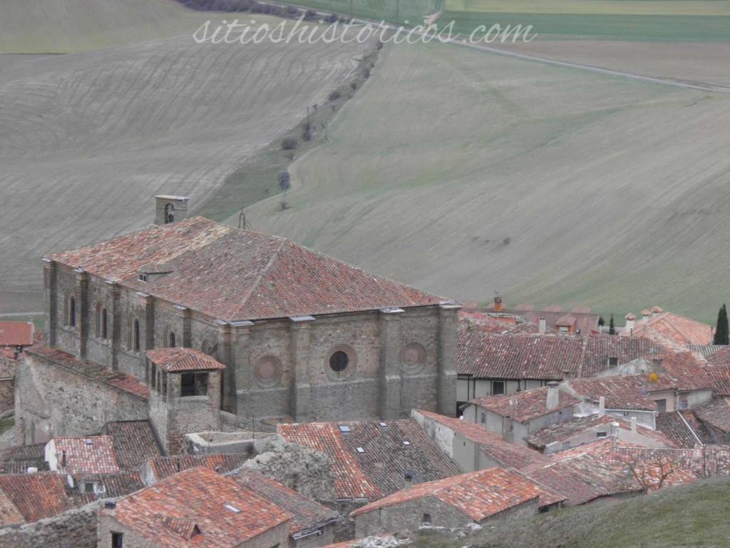 La localidad de Atienza vista desde el castillo.
