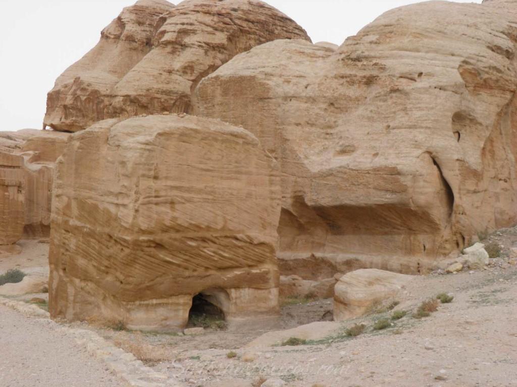 El primero de los tres bloques Djinn que nos dan la bienvenida a Petra.