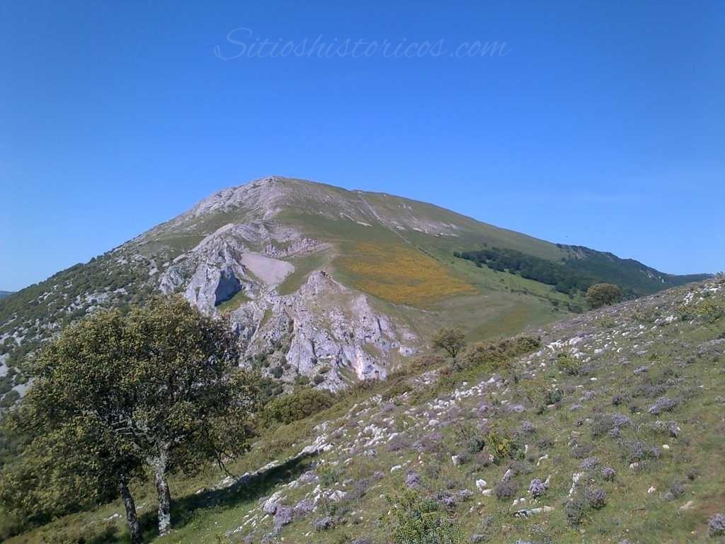 Monte Txurregi al fondo.