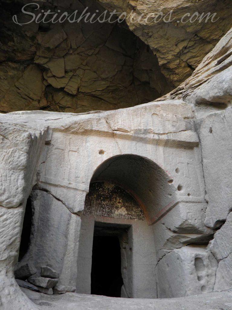 Iglesia excavada en la roca en Ihlara