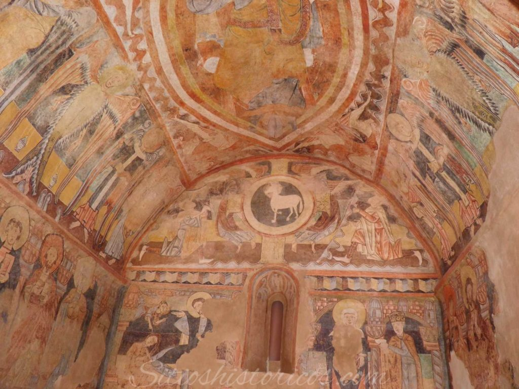 Réplica de los frescos románicos.
