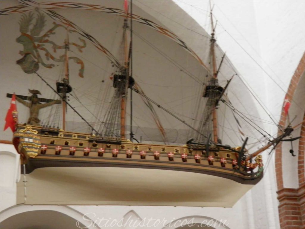 Exvoto marinero colgando de la catedral de Aarhus