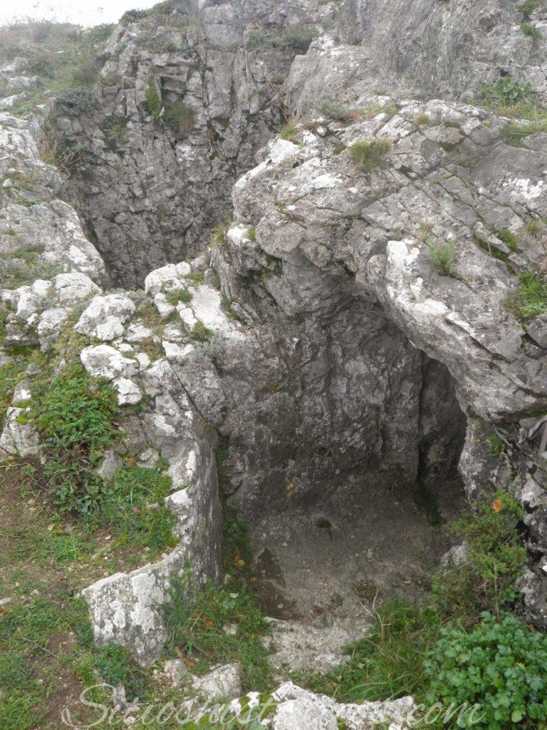 Pozo excavado en el castillo