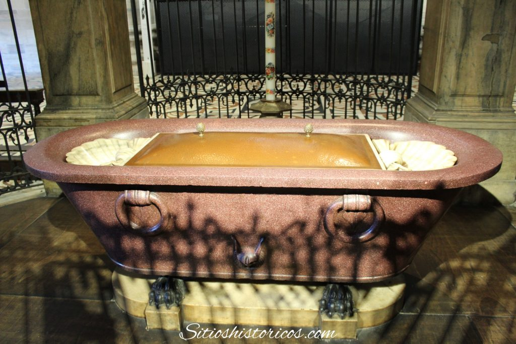Pila bautismal Duomo Milán