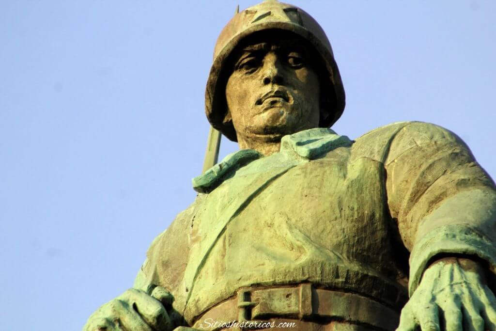 Estatua soldado soviético Berlín