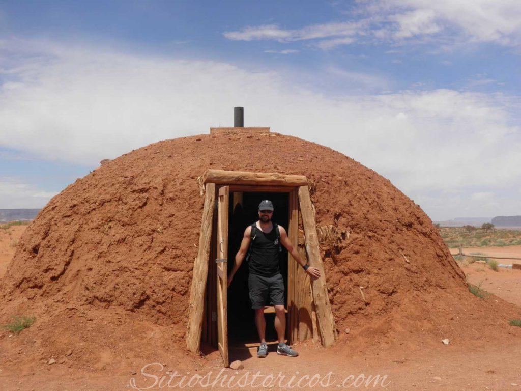 Un Hogan es el tipo de vivienda tradicional de los indios Navajos