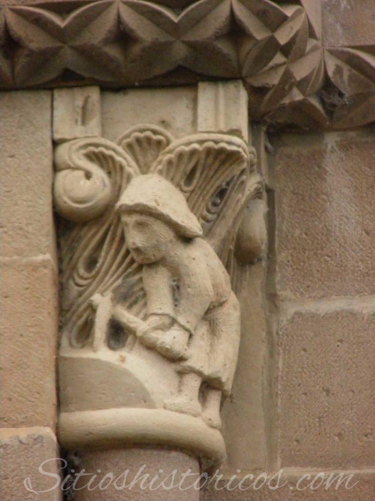 Cantero representado en el capitel de una ventana.