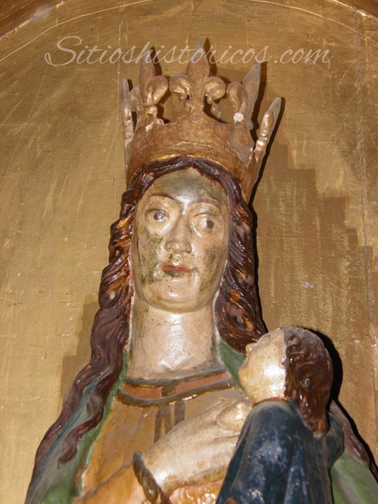 Talla gótica del siglo XIII de la virgen lactante, que fué transladada desde la ermita de Santa Cruz.