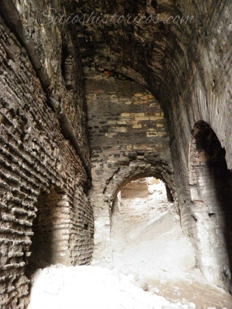 Interior semienterrado de la galería