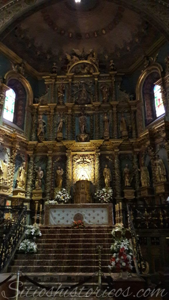 Retablo de la iglesia de San Juan Bautista donde se celebró la boda real