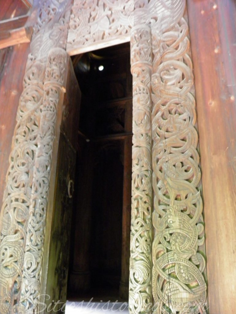 Portada original oeste stavekirke Gol