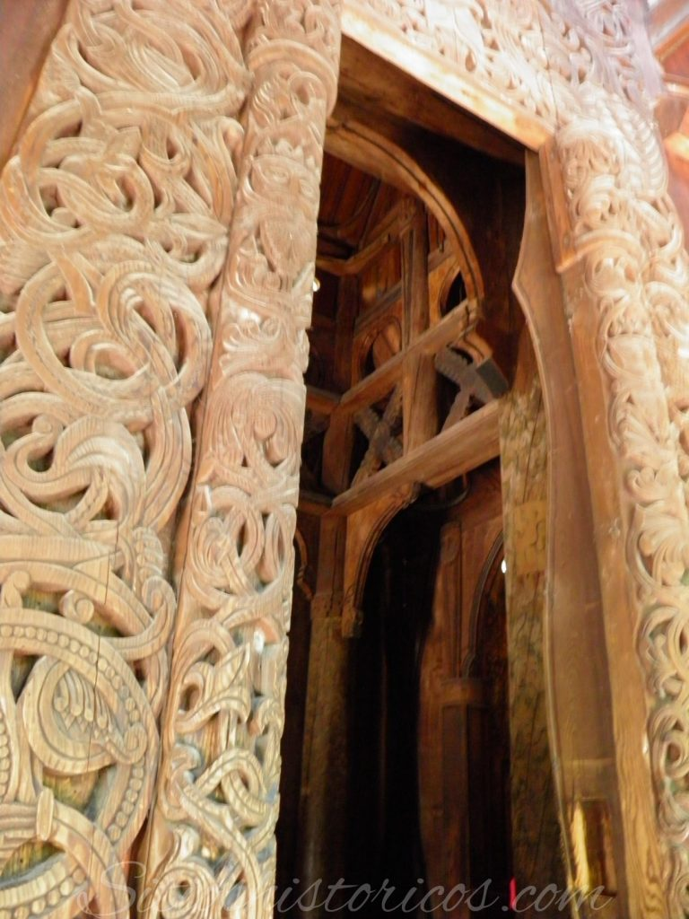 portal sur stavekirke Gol