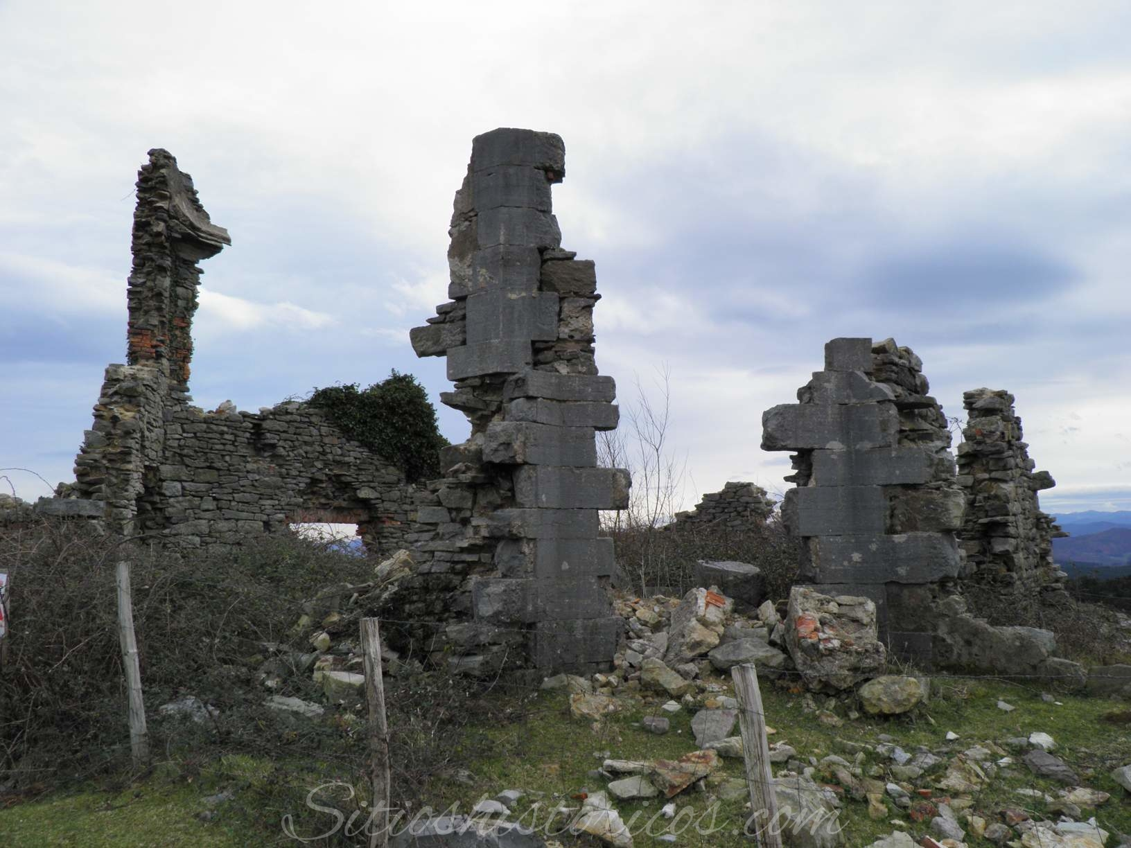 Restos del fuerte de Pagogainia