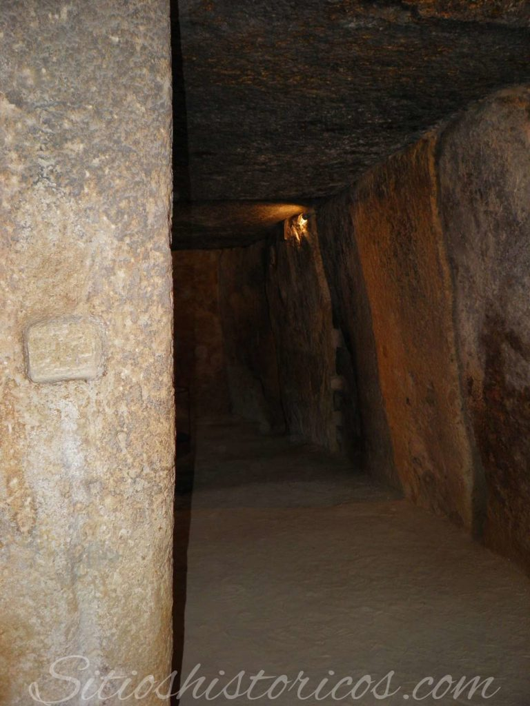 Dolmen de Menga pilares
