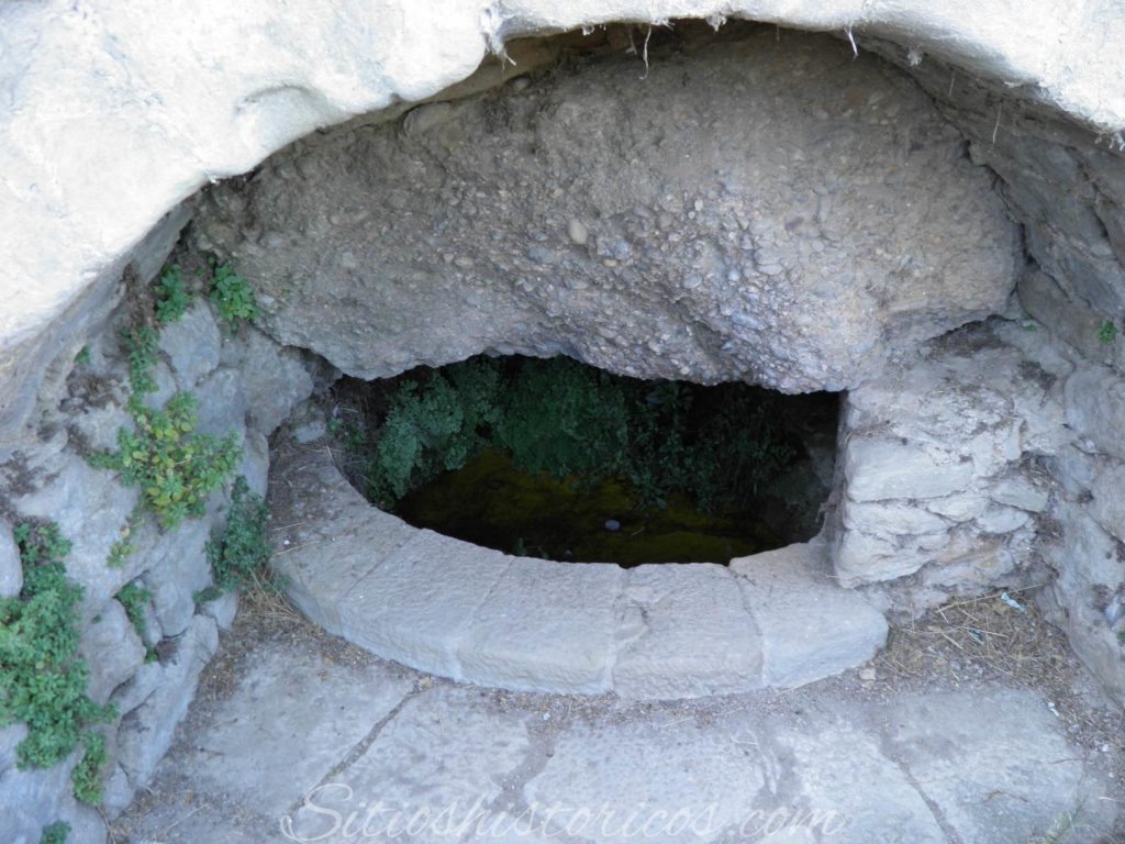 Pozo basílica Virgen de la peña Graus
