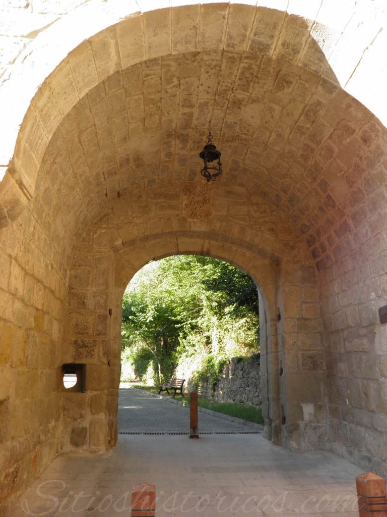 Puerta de Barbastro