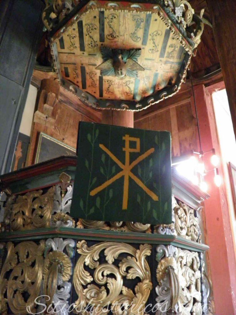 Púlpito iglesia Lom
