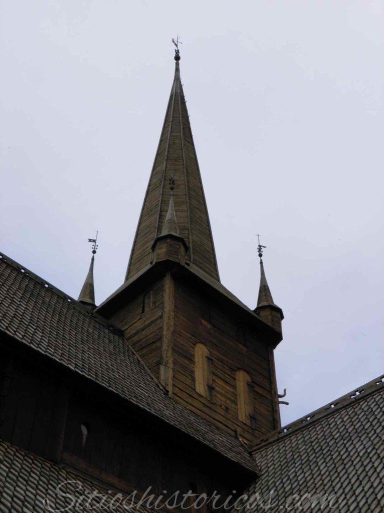 Campanario iglesia Lom