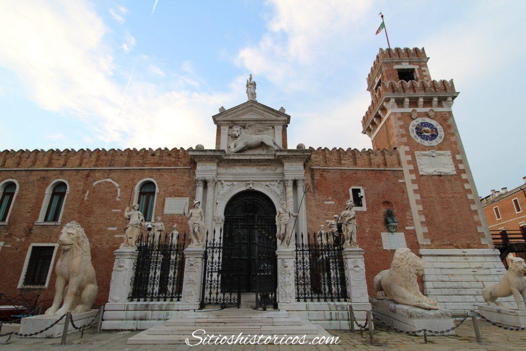 Puerta de el arsenal de Venecia