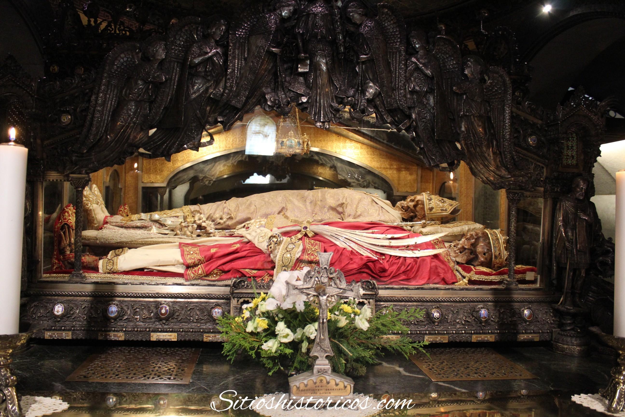 Restos San Ambrosio Milán