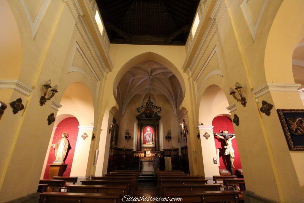 Interior de la iglesia de San Nicolás de los Servitas Madrid
