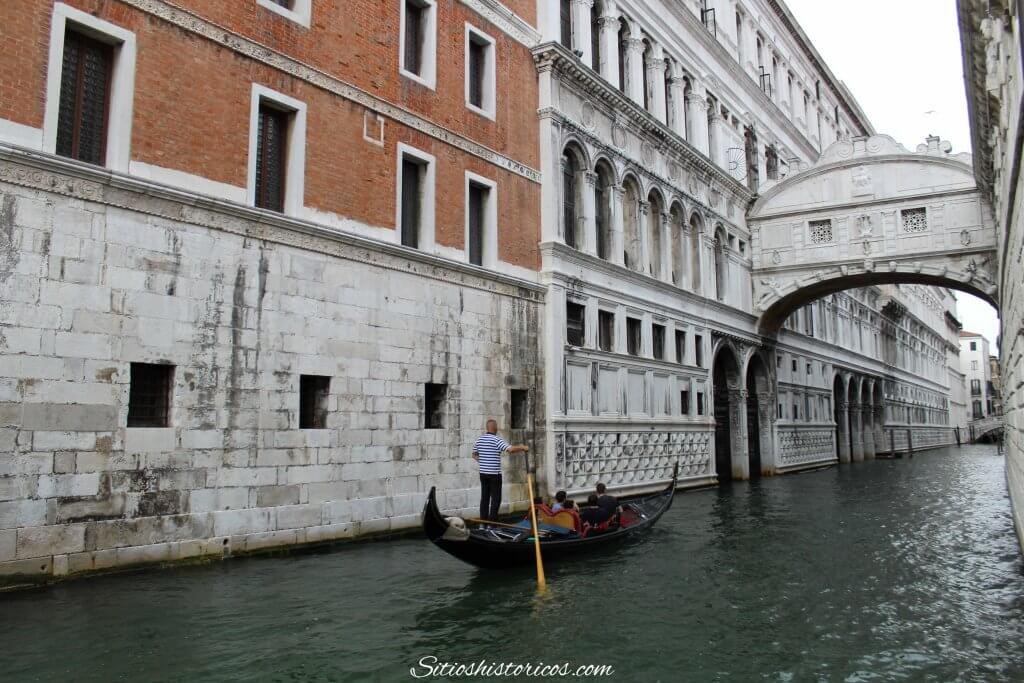 Los Secretos Del Puente De Los Suspiros De Venecia Sitios Históricos