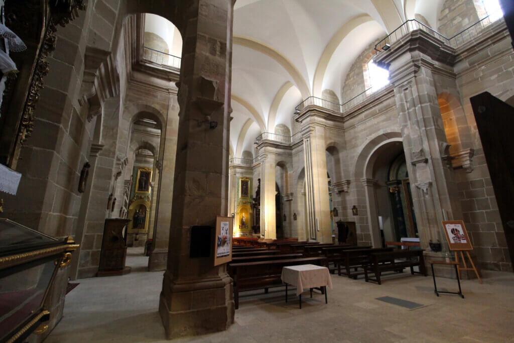 Interior de la parroquia de San Miguel de Cuzcurrita de Río Tirón.