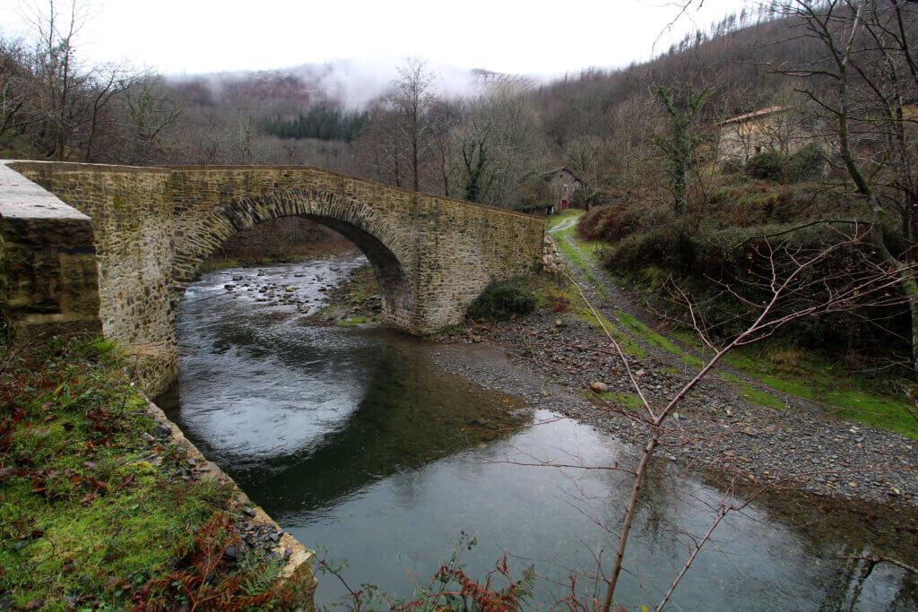 Puente medieval de Ibero en Leitza