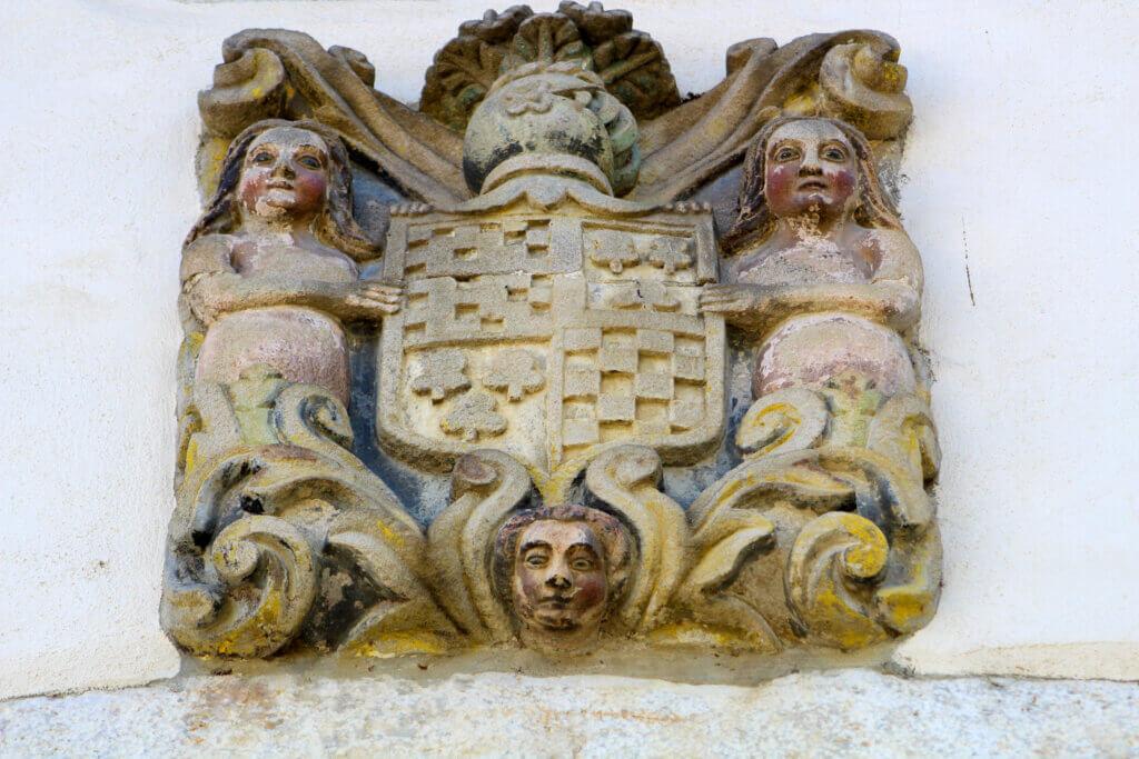 Escudo en Almándoz