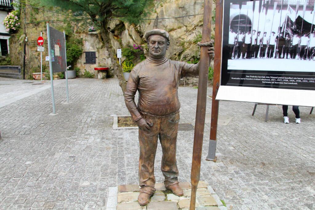 Escultura Aita Manuel Pasajes